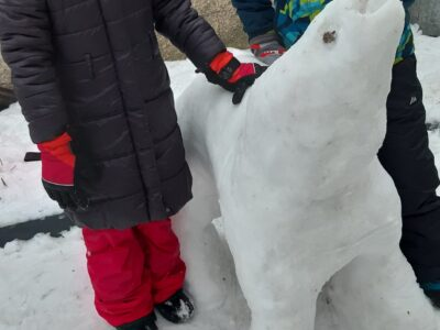 III miejsce Weronika i Kacper Tykałowicz Niedźwiedź polarny jedzący rybę